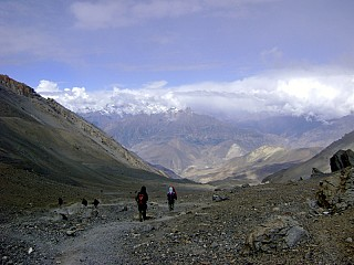 Day 6 | It is a gentle descend to Muktinath. The endless desert landscape of Mustang can be seen all the way.