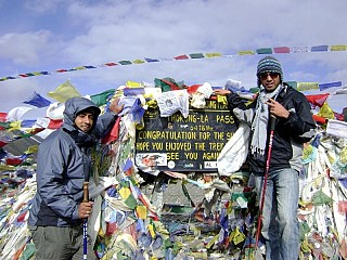 Day 6 | It is a steep climb to the 5400m high Thorangla Pass. Finally the prize of the hard work. A chorten at Thorang-La Pass and the momento of the visit.
