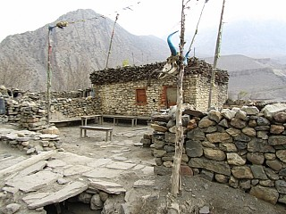 typical stone made houses on the way to Jomsom