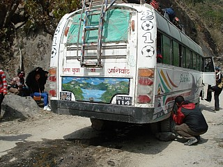 Bus got in trouble on the way to Jomsom