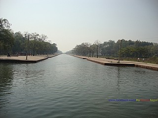 Central Canal: Artificial canal built in parallel to the various monastries on both sides.