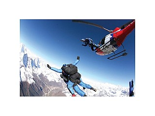 Everest Skydiving: photo by: PAUL-HENRY DE BAÈRE