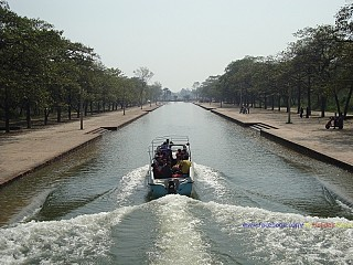 Steamer ride over the central canal