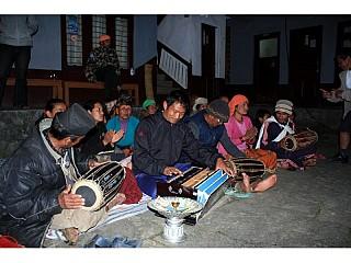 ama samuha performing