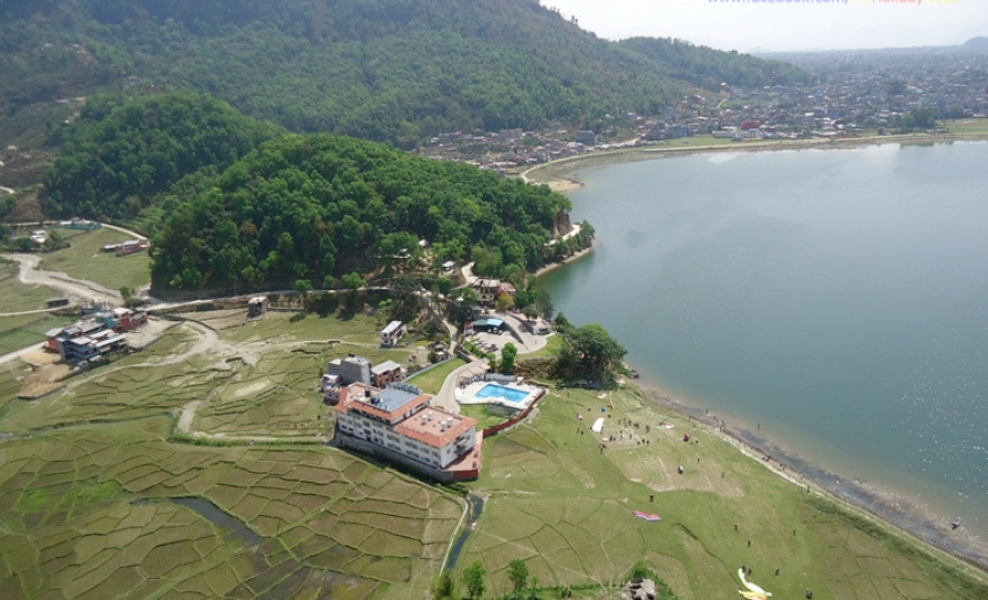 Fewa lake and Paragliding
