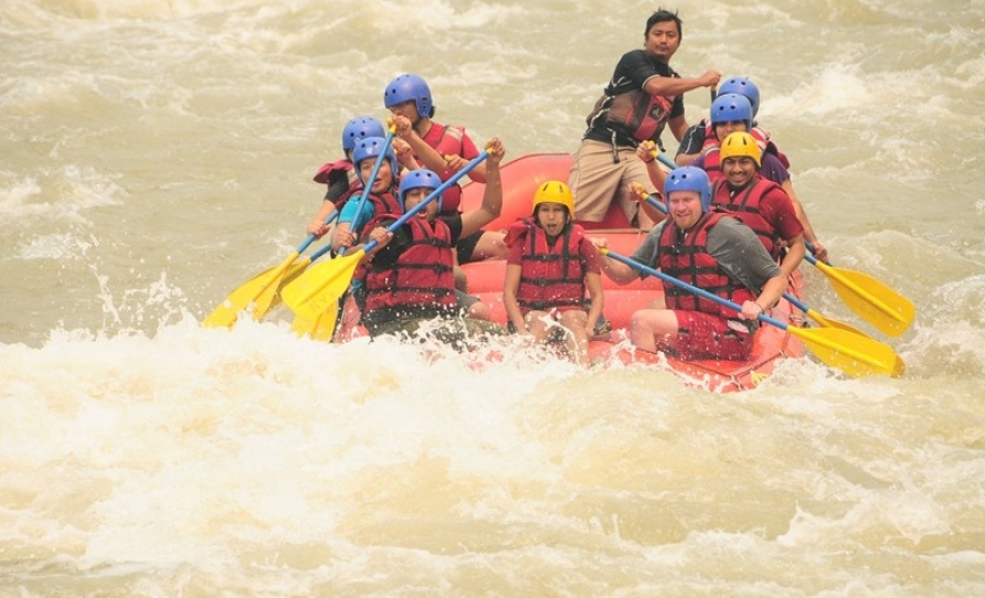 Adventures rafting at Nepal