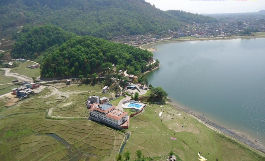 Fewa lake and Paragliding