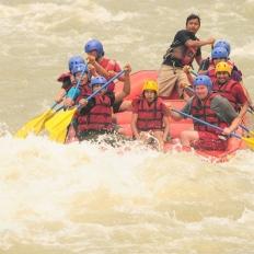 Adventures rafting at Nepal